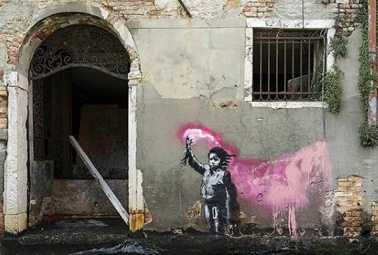 La pregunta que debes responder para comprar algo en la tienda de Banksy