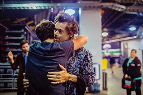 Asaltan a mano armanada a Harry Styles