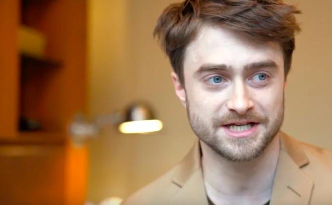 VIDEO: Daniel Radcliffe habla sobre su enfermedad y muestra trucos con la lengua