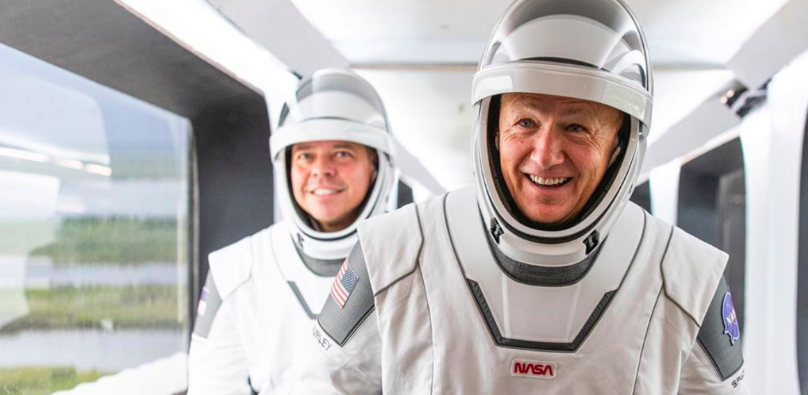 Él es el mexicano que hizo los trajes espaciales del Crew Dragon
