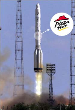 SOLO POR COTORREAR: Pizza Hut hizo entrega a la Estación Espacial